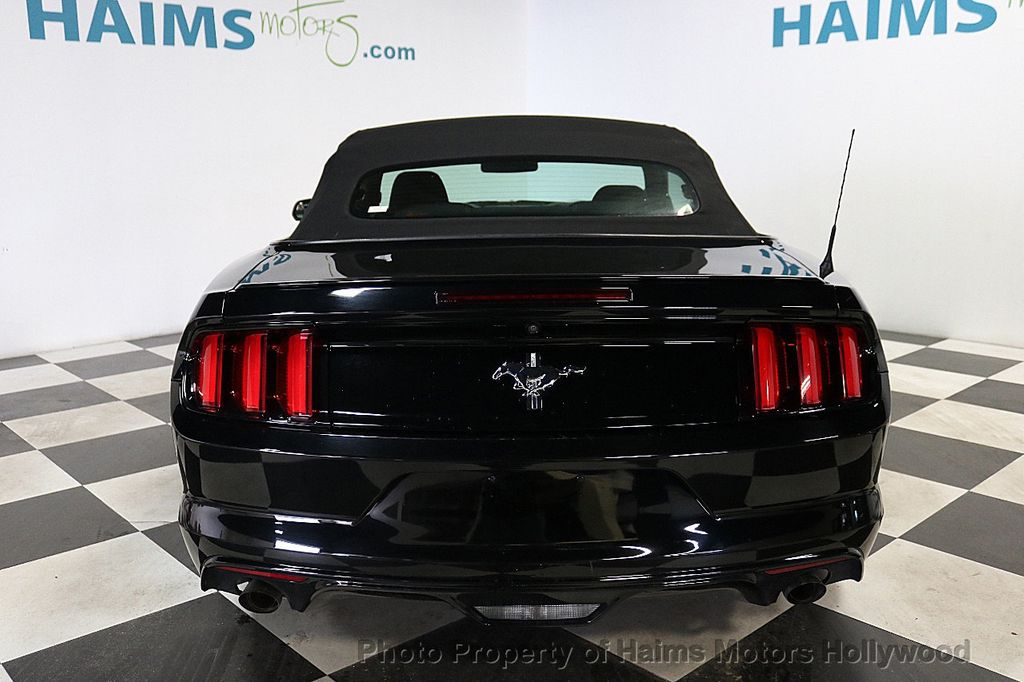 2016 Ford Mustang 2dr Convertible V6 - 18373622 - 9