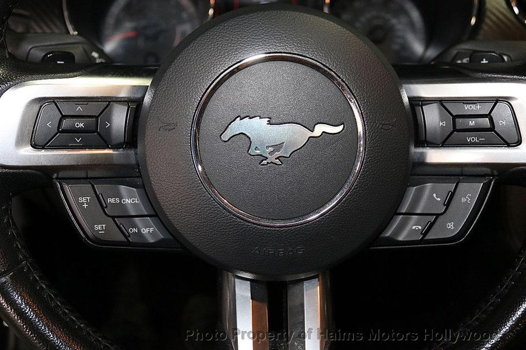 2016 Ford Mustang 2dr Convertible V6 - 18373622 - 24