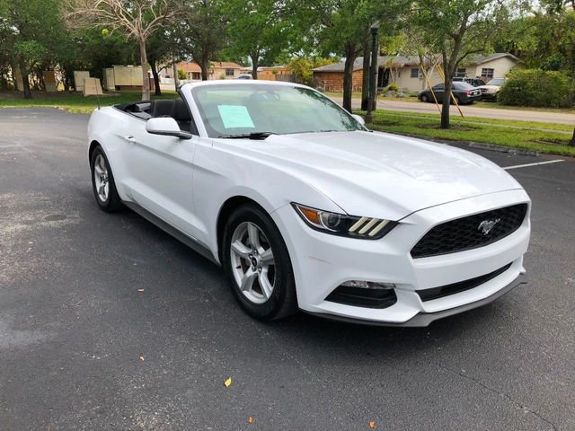 2016 Ford Mustang 2dr Convertible V6 - Click to see full-size photo viewer