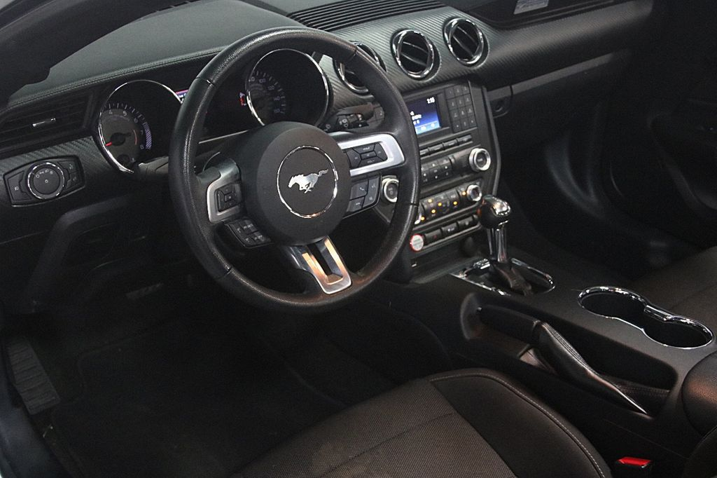 2016 Ford Mustang 2dr Convertible V6 - 16097915 - 10