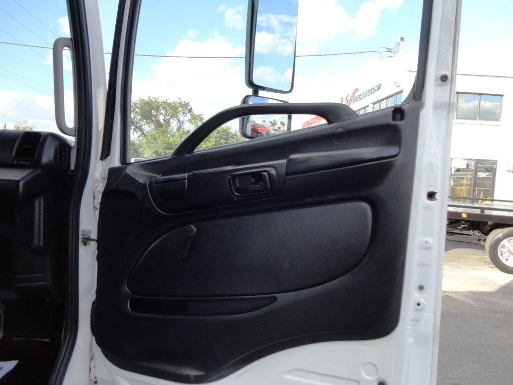 2016 HINO 268A 26FT DRY BOX TRUCK . CARGO TRUCK WITH LIFTGATE - 18388526 - 29