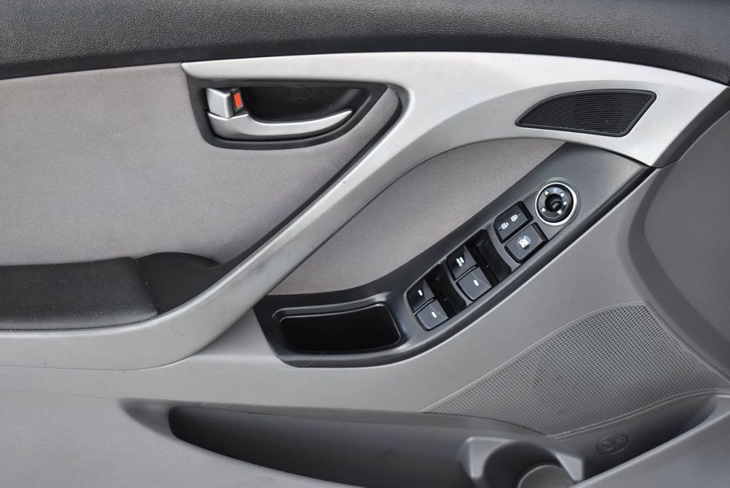 2016 Hyundai Elantra  - 18551302 - 13