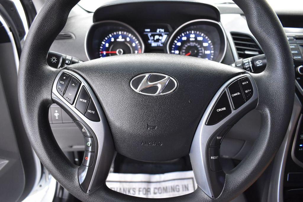 2016 Hyundai Elantra  - 18551302 - 19