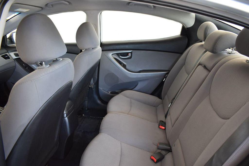 2016 Hyundai Elantra SE - 18161904 - 12