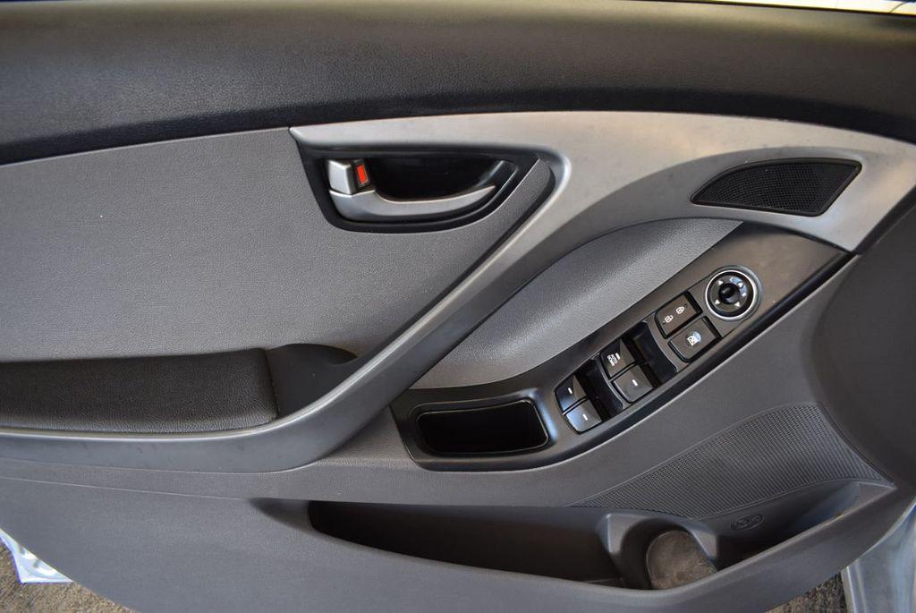 2016 Hyundai Elantra SE - 18161904 - 15