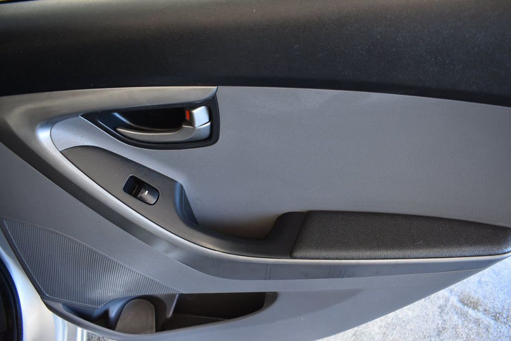 2016 Hyundai Elantra SE - 18161904 - 23
