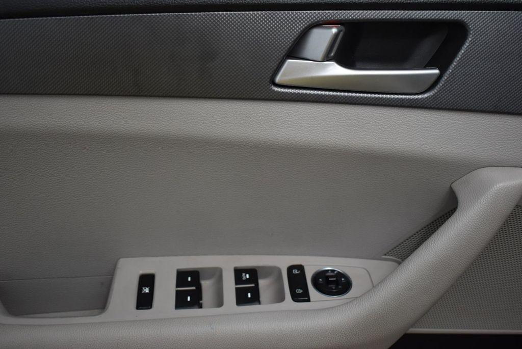 2016 Hyundai Sonata  - 18712709 - 13