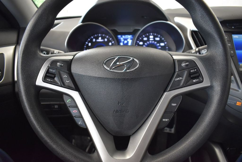 2016 Hyundai Veloster 3dr Coupe Automatic - 17678679 - 16