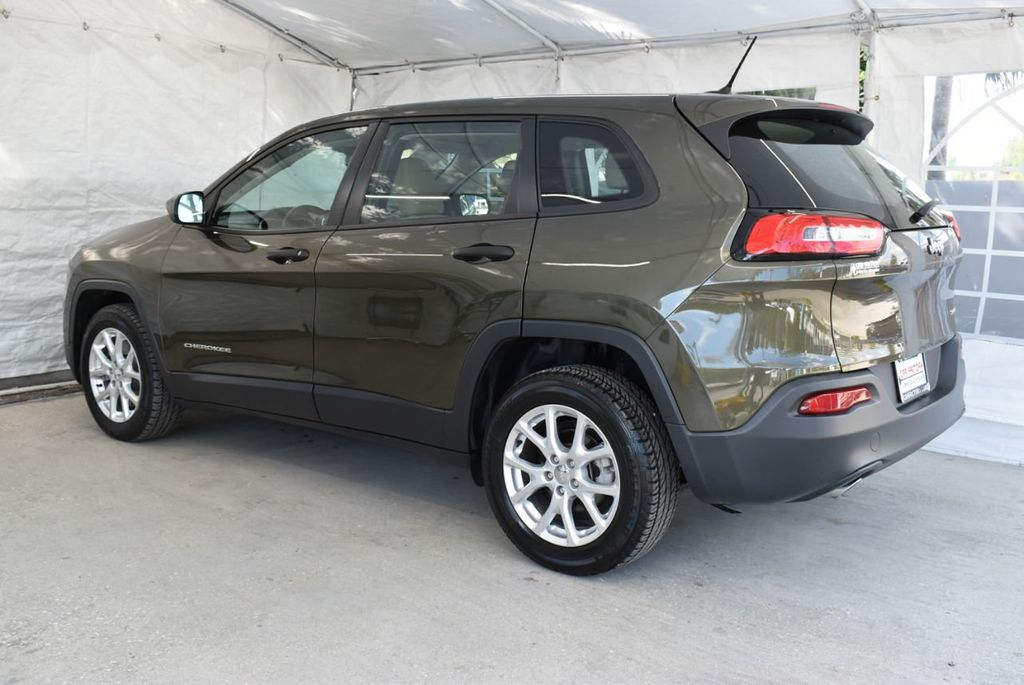 2016 Jeep Cherokee FWD 4dr Altitude - 18637824 - 3