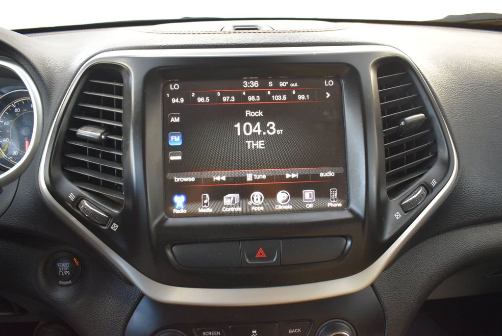 2016 Jeep Cherokee FWD 4dr High Altitude - 17103410 - 24