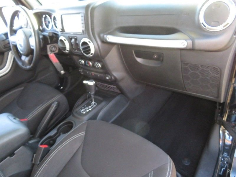 2016 Jeep Wrangler Unlimited 4WD 4dr Sahara - 17210098 - 14