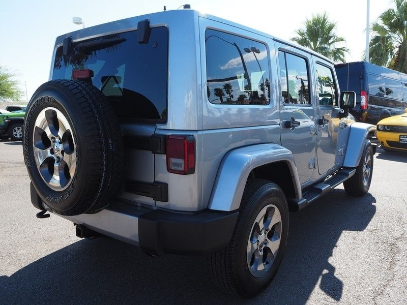 2016 Jeep Wrangler Unlimited 4WD 4dr Sahara - 17999306 - 11