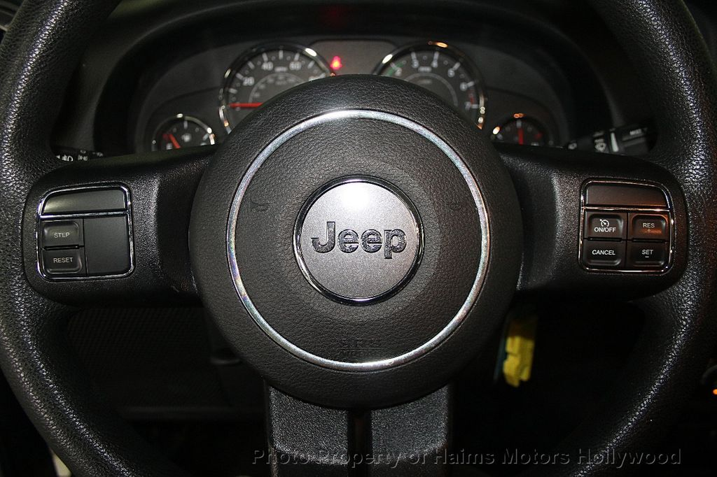 2016 Jeep Wrangler Unlimited 4WD 4dr Sport - 16803467 - 25