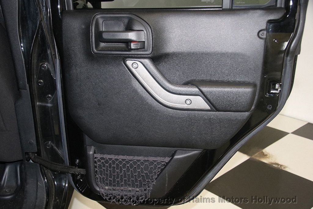 2016 Jeep Wrangler Unlimited 4WD 4dr Sport - 17312712 - 14
