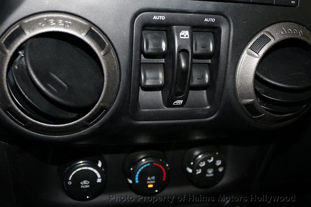 2016 Jeep Wrangler Unlimited 4WD 4dr Sport - 17525682 - 21