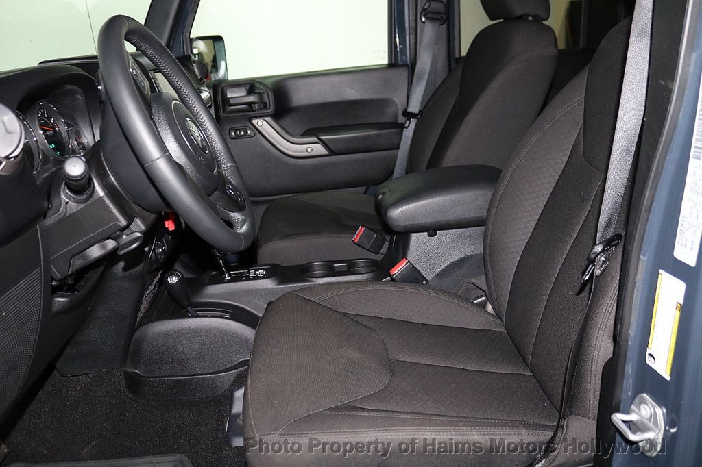 2016 Jeep Wrangler Unlimited 4WD 4dr Sport - 18032893 - 30