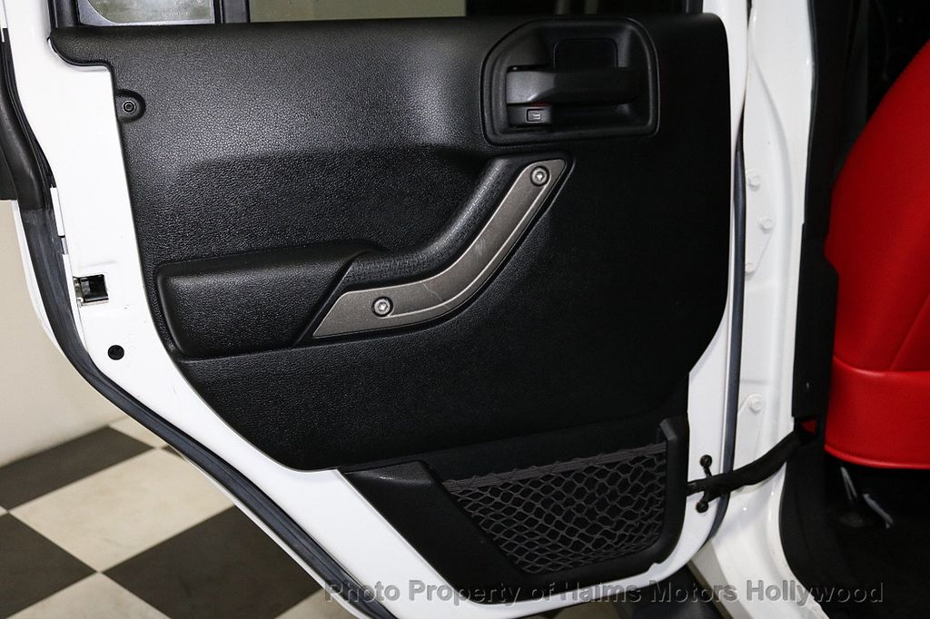 2016 Jeep Wrangler Unlimited 4WD 4dr Sport RHD - 18311743 - 26