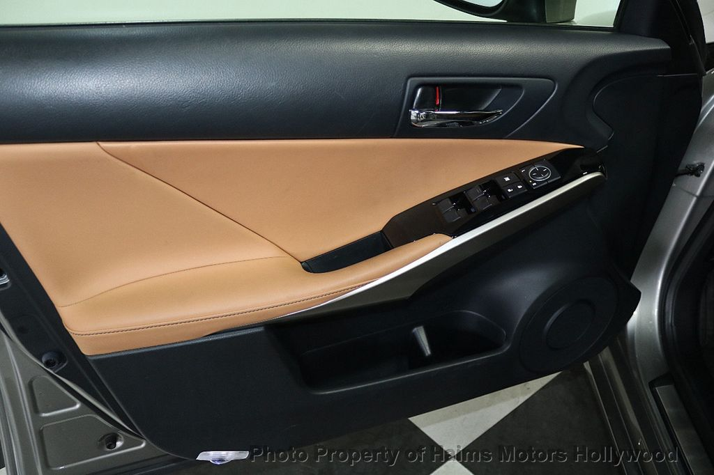 2016 Lexus IS 200t 4dr Sedan - 17858490 - 9