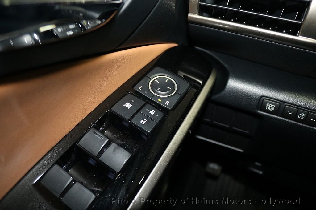 2016 Lexus IS 200t 4dr Sedan - 17858490 - 23