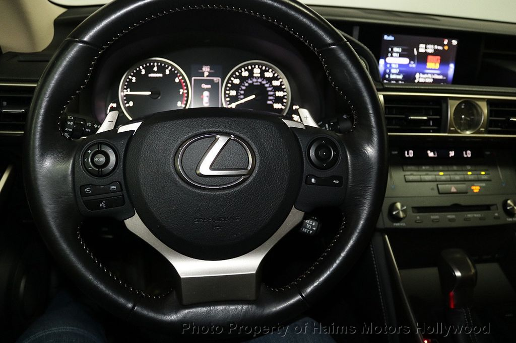 2016 Lexus IS 200t 4dr Sedan - 17858490 - 27