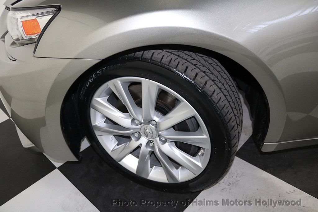 2016 Lexus IS 200t 4dr Sedan - 17858490 - 31