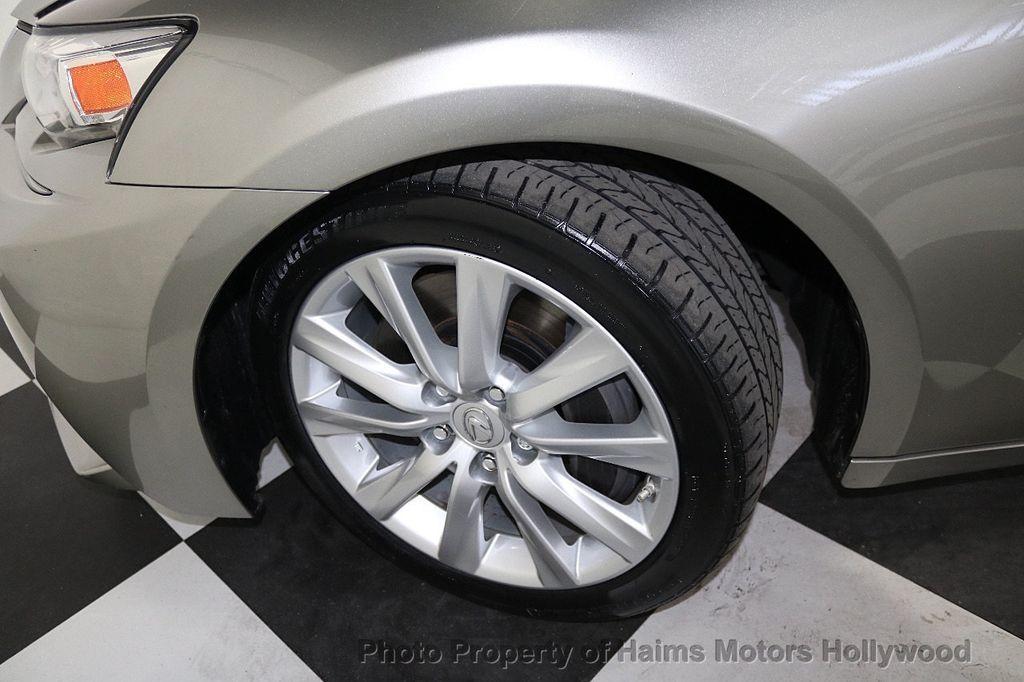 2016 Lexus IS 200t 4dr Sedan - 17858490 - 31
