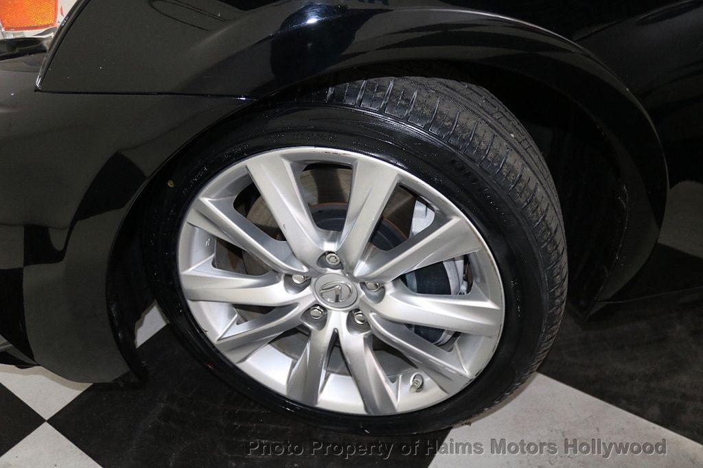2016 Lexus IS 200t 4dr Sedan - 17925293 - 32