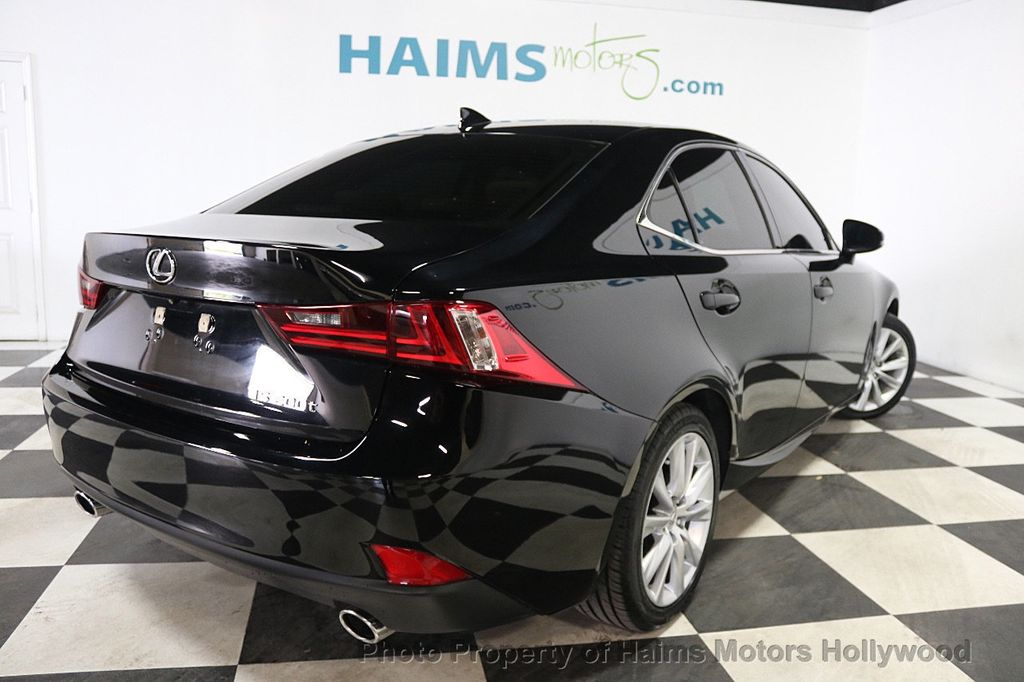 2016 Lexus IS 200t 4dr Sedan - 17925293 - 6