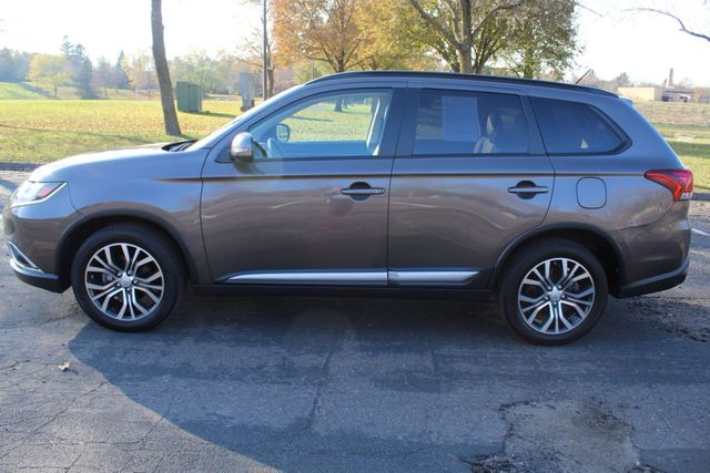2016 Mitsubishi Outlander ONE OWNER AWD SEL W /LEATHER - Click to see full-size photo viewer