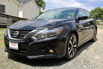 2016 Nissan Altima 4dr Sedan I4 2.5 SR - Click to see full-size photo viewer