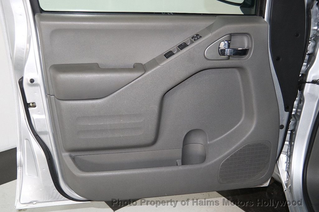 2016 Nissan Frontier 2WD Crew Cab SWB Automatic SV - 18147518 - 10