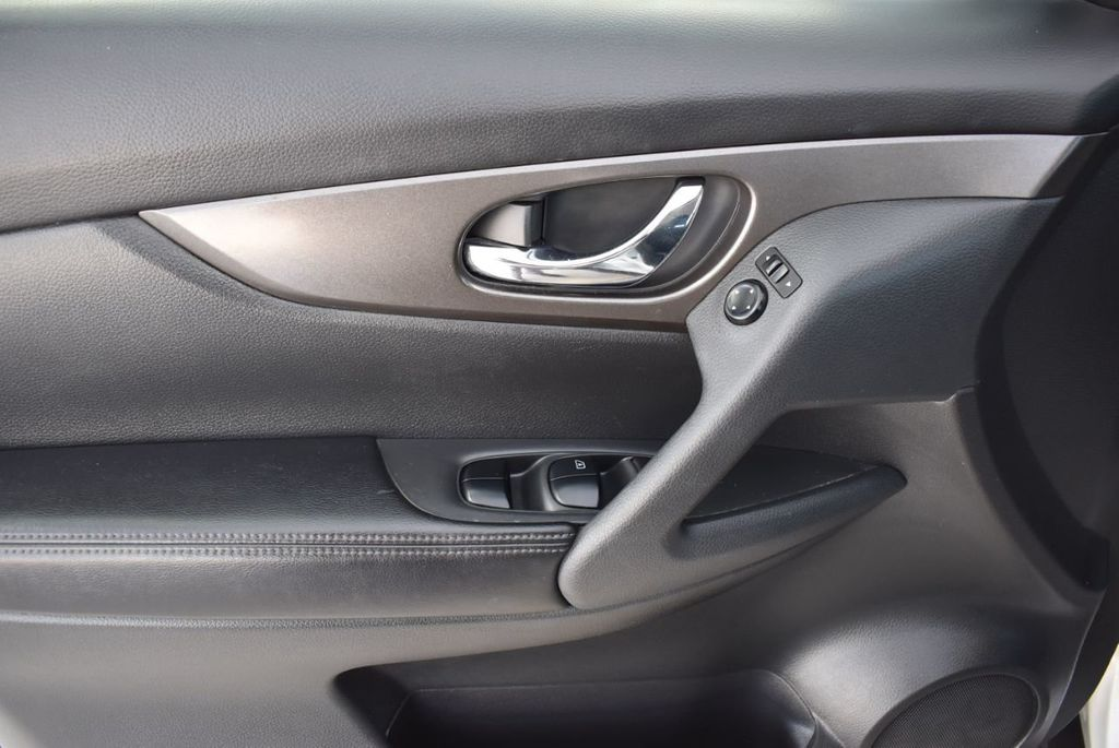 2016 Nissan Rogue  - 18574891 - 13
