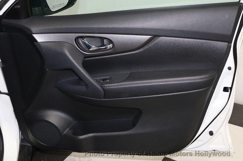 2016 Nissan Rogue FWD 4dr SV - 18584884 - 13