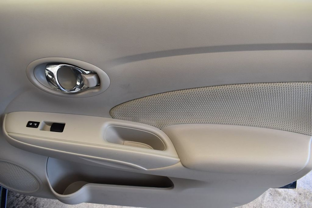 2016 Nissan Versa 4dr Sedan Automatic 1.6 S - 18121011 - 25