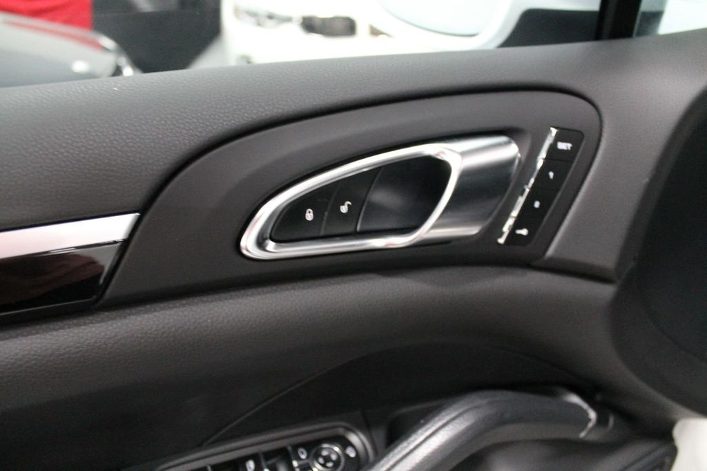 2016 Porsche Cayenne CAYENNE NAV BACKUP CAMERA PANOROOF AC SEATS LOADED!!!!!!!!!!!!!! - 17920160 - 24