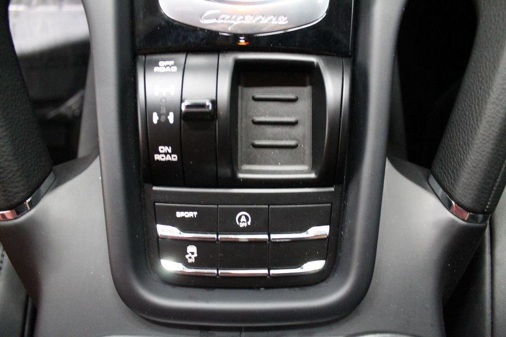 2016 Porsche Cayenne CAYENNE NAV BACKUP CAMERA PANOROOF AC SEATS LOADED!!!!!!!!!!!!!! - 17920160 - 45