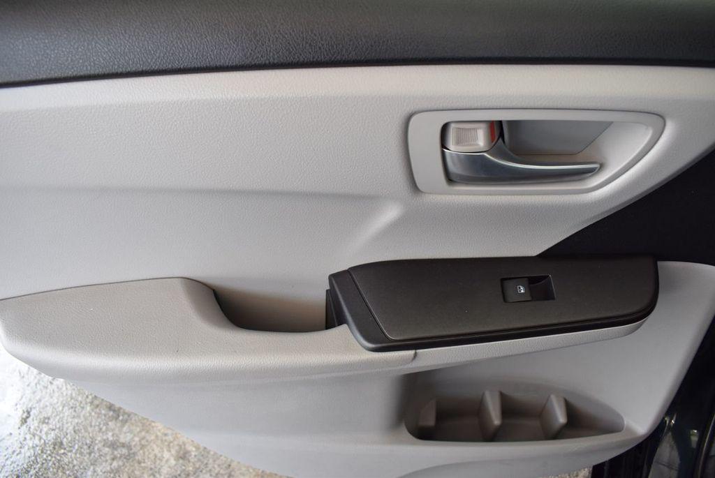 2016 Toyota Camry 4dr Sedan I4 Automatic LE - 18070727 - 12