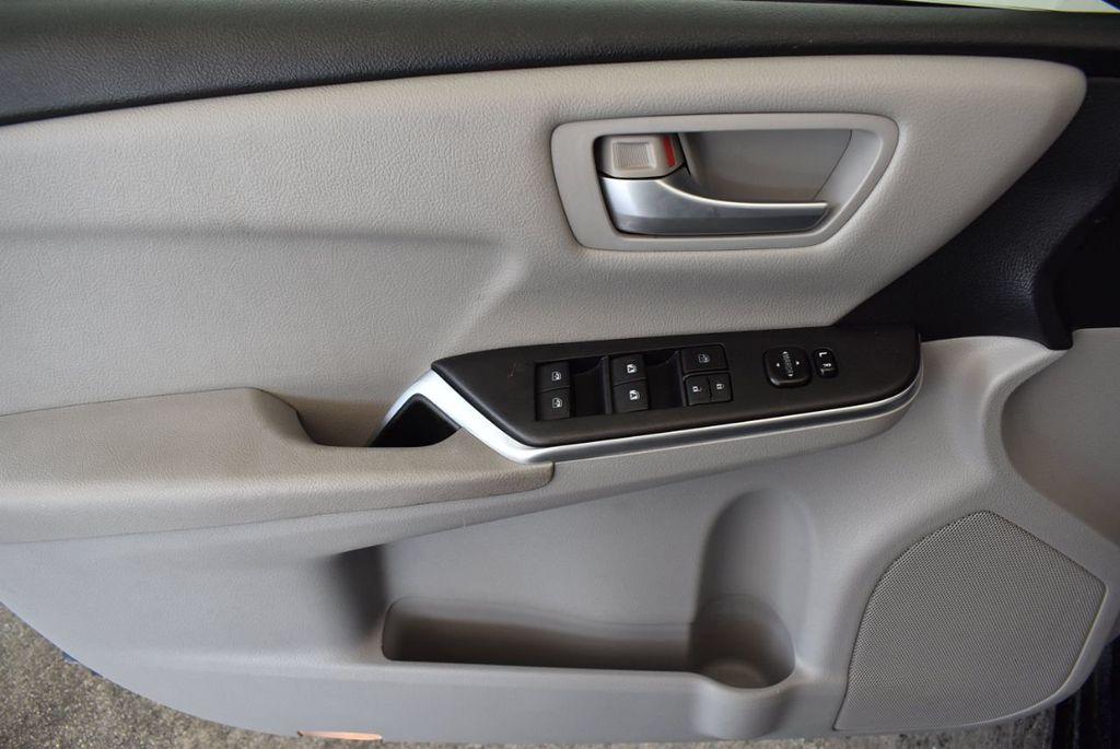 2016 Toyota Camry 4dr Sedan I4 Automatic LE - 18070727 - 14