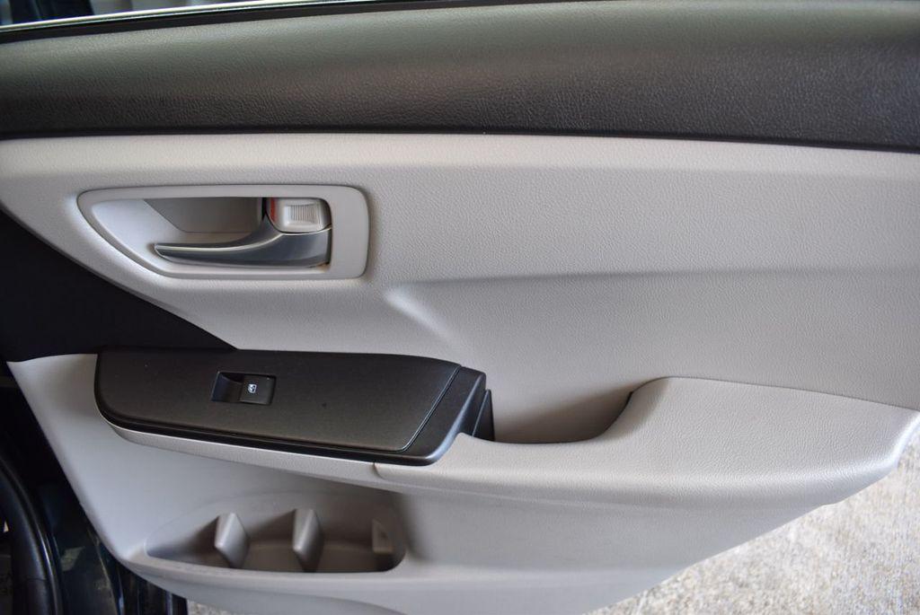 2016 Toyota Camry 4dr Sedan I4 Automatic LE - 18070727 - 22