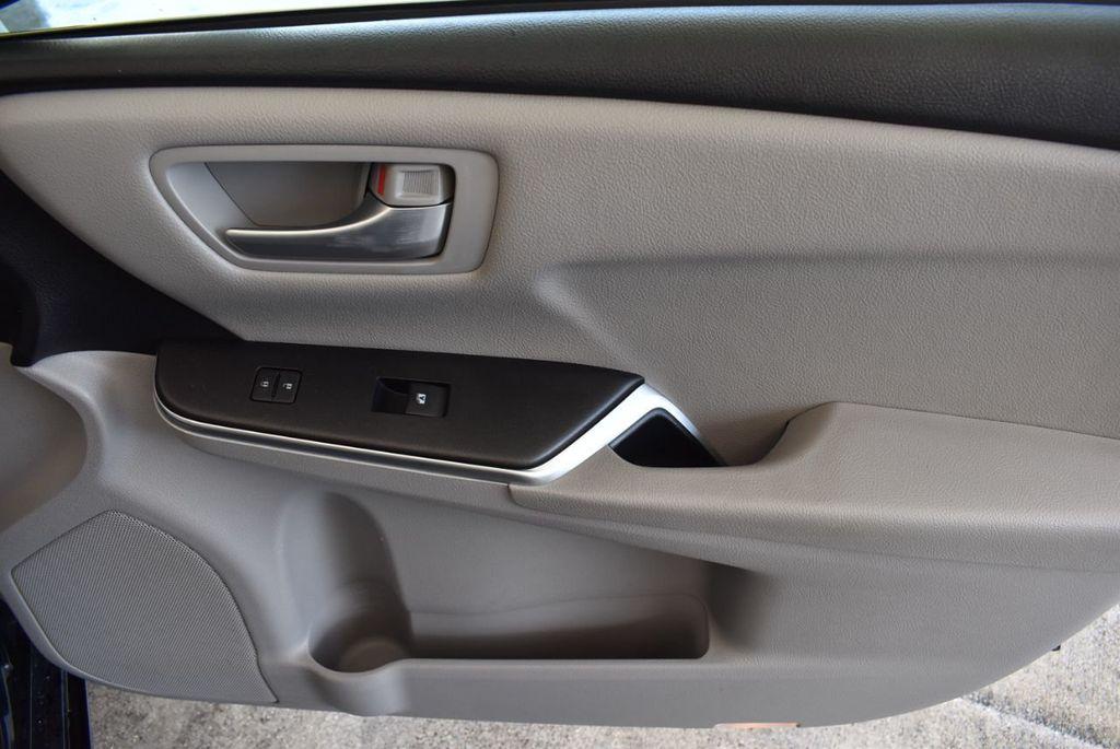 2016 Toyota Camry 4dr Sedan I4 Automatic LE - 18070727 - 24
