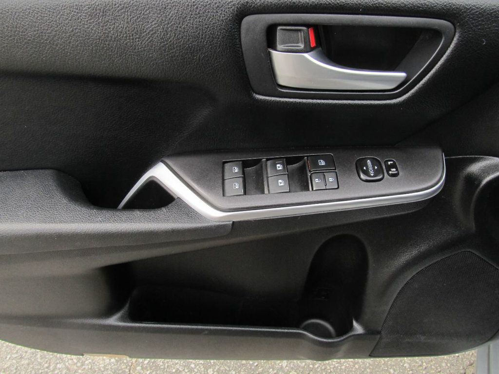 2016 Toyota Camry 4dr Sedan I4 Automatic LE - 18570203 - 11