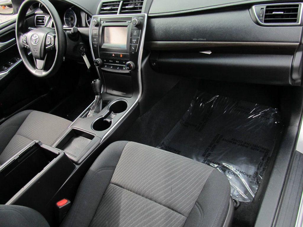 2016 Toyota Camry 4dr Sedan I4 Automatic LE - 18570203 - 17