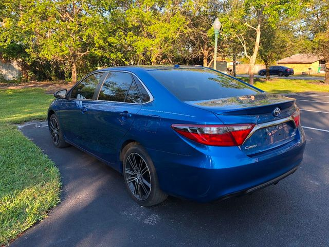 2016 used toyota camry 4dr sedan i4 automatic se at a luxury autos serving miramar fl iid 17149317. Black Bedroom Furniture Sets. Home Design Ideas