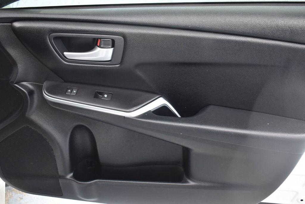 2016 Toyota Camry SE - 18359557 - 24