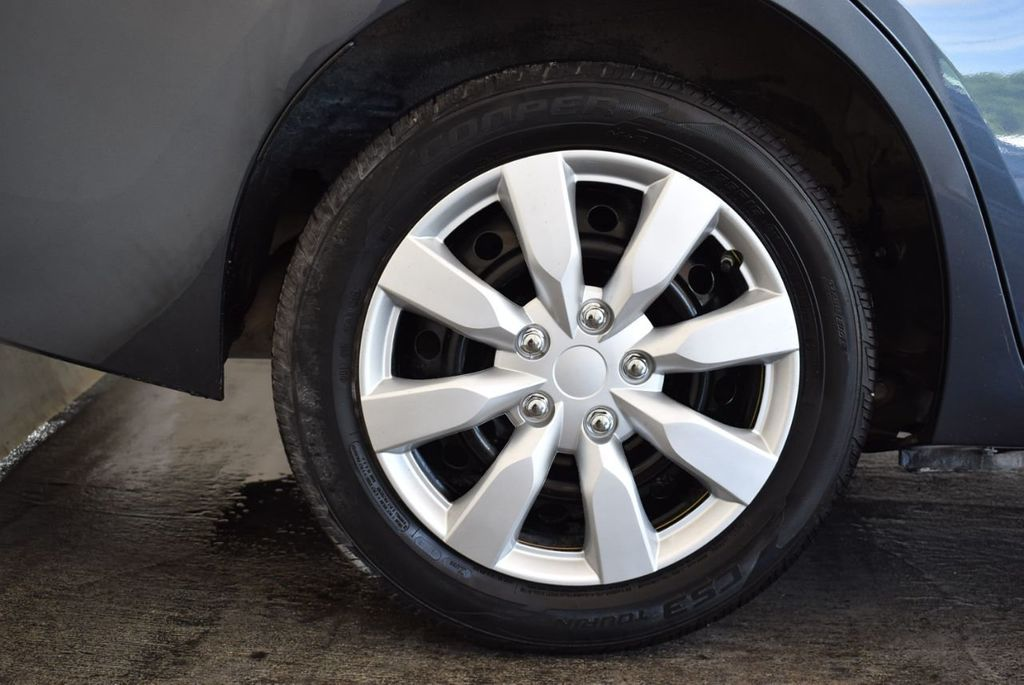 2016 Toyota Corolla 4dr Sedan CVT LE - 17974424 - 8