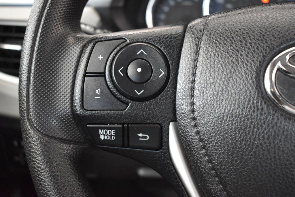 2016 Toyota Corolla LE - 18157159 - 19
