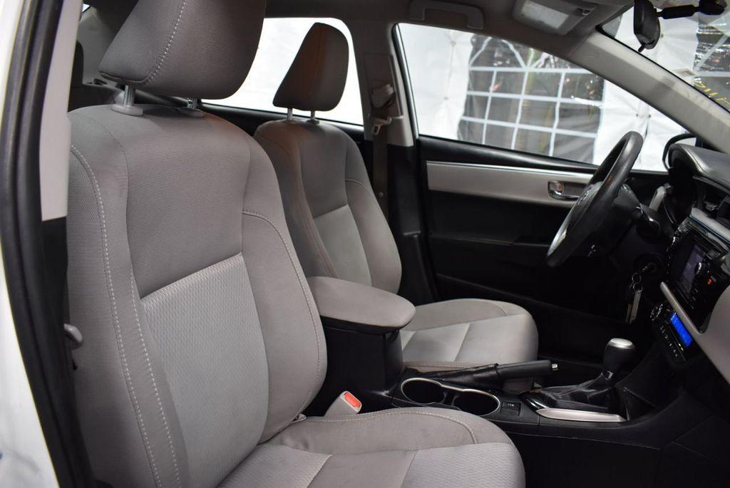 2016 Toyota Corolla LE - 18359533 - 25