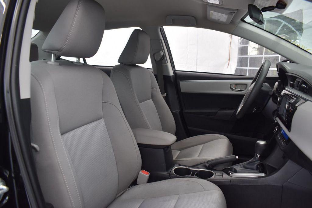 2016 Toyota Corolla LE - 18365129 - 19