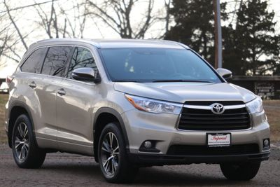 2016 Toyota Highlander AWD 4dr V6 XLE - Click to see full-size photo viewer