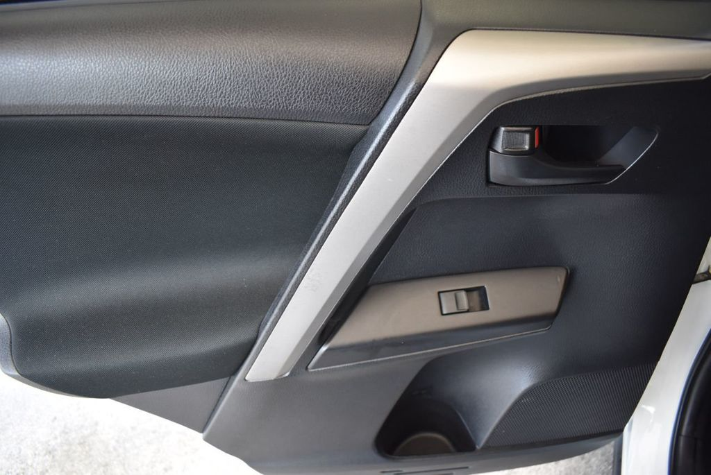 2016 Toyota RAV4 AWD 4dr LE - 18056363 - 14